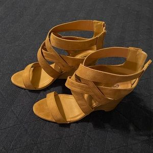 Qupid Brody-11 Wedge Sandals